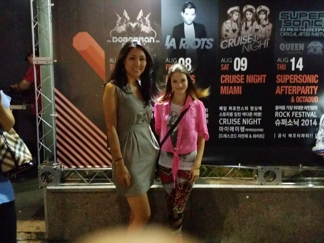 С русскими девчёнками в туалете клуба смотреть онлайн 6 фотография